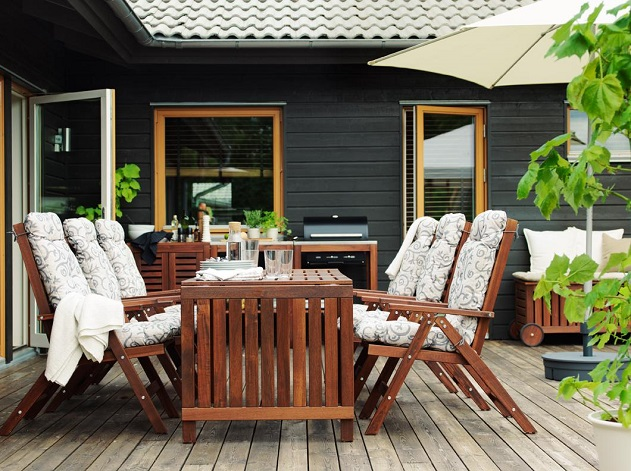 Creating Your Outdoor Space – What Makes Wood the Ideal Furniture Material